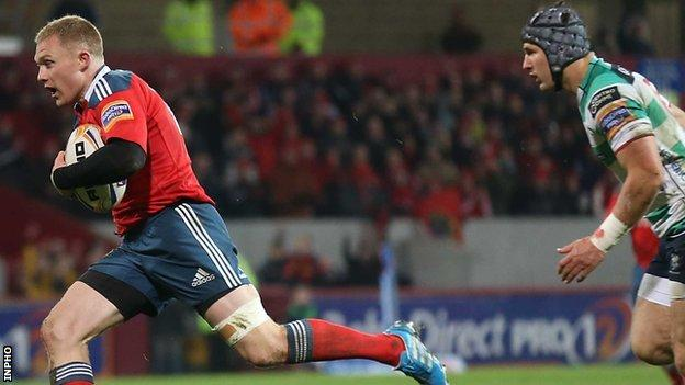 Keith Earls scores Munster's first try against Treviso