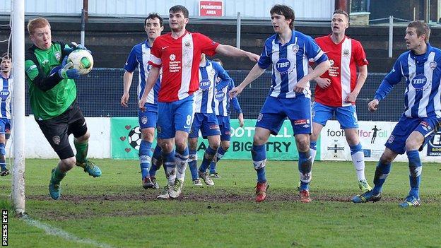 Linfield drew 0-0 away to Coleraine