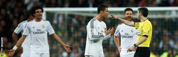 Cristiano Ronaldo complains to referee