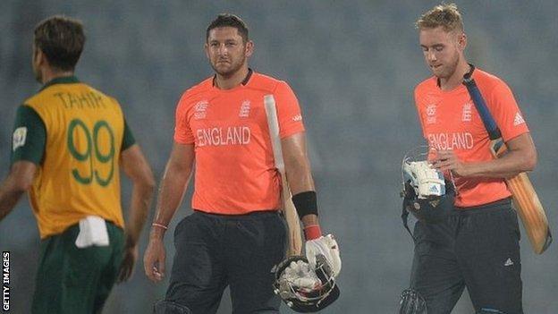 Tim Bresnan and Stuart Broad walk off after England's defeat