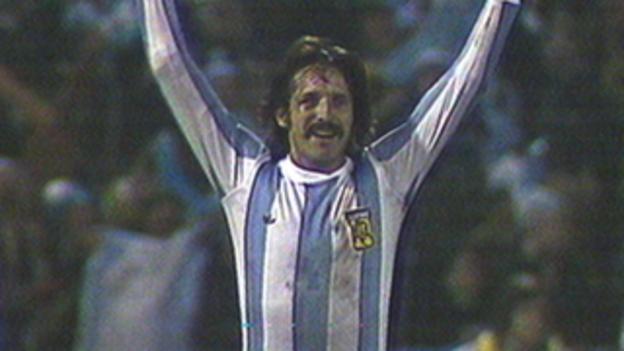 Leopoldo Luque celebrates after scoring for Argentina against Peru