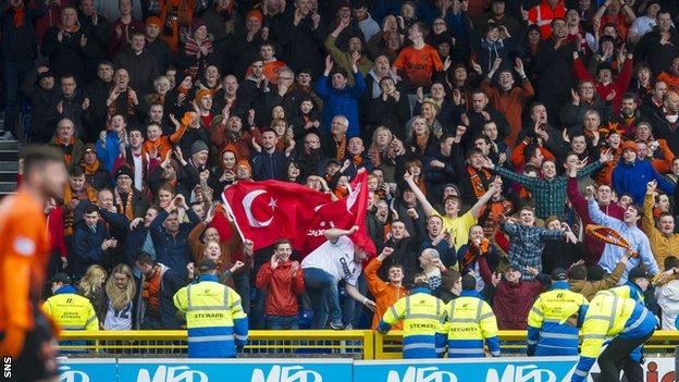 Dundee United supporters