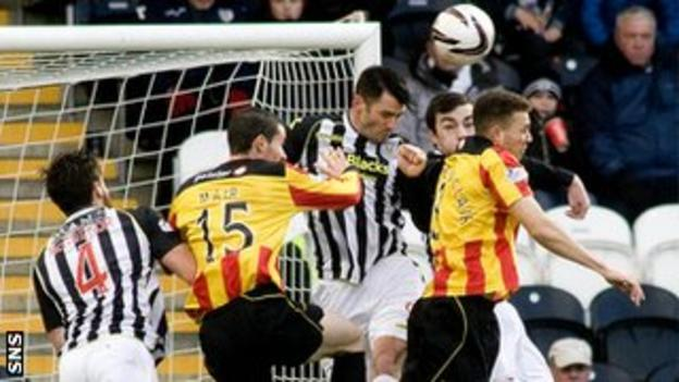 St Mirren and Partick Thistle players