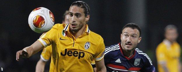 Former Fulham, Tottenham and Sunderland midfielder Steed Malbranque (right) had Lyon's best chance against Juventus.