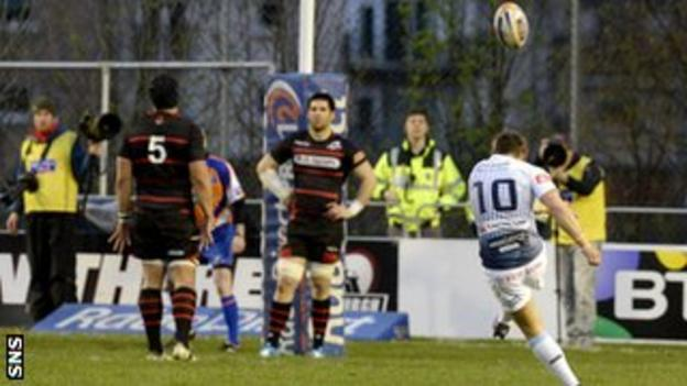 Gareth Davies takes a successful penalty for Cardiff Blues