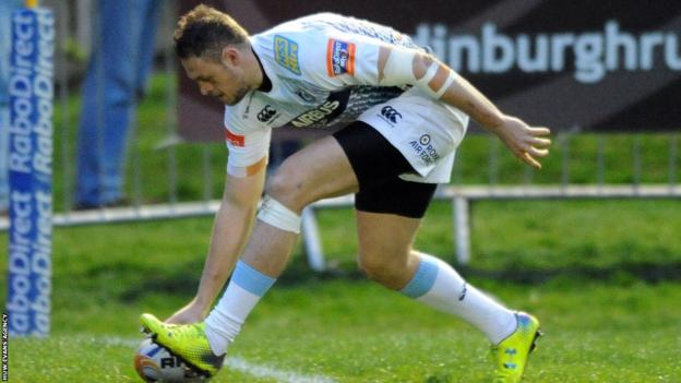 Cory Allen goes over for Cardiff Blues