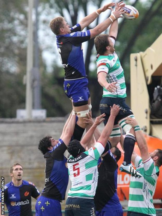 Lewis Evans is beaten to this line-out as Dragons lose 45-27