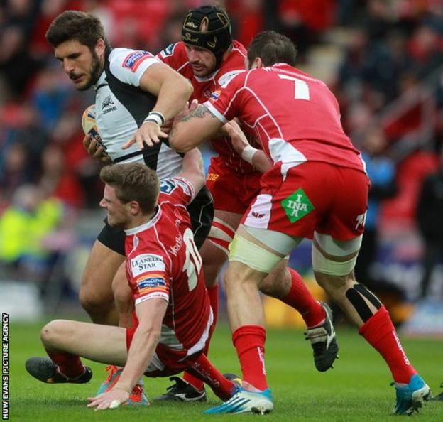 Giovanbattista Venditti of Zebre is tackled by Rhys Priestland, George Earle and Josh Turnbull