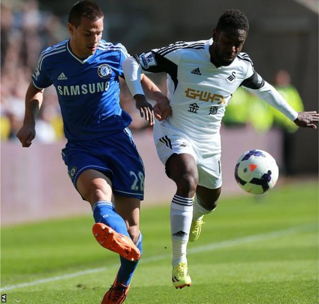 Swansea City's Nathan Dyer (right) and Chelsea's Cesar Azpilicueta battle for the ball in the Premier League at Liberty Stadium