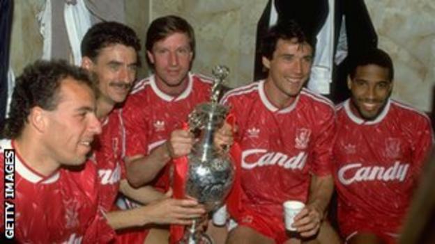 Ronnie Rosenthal, Ian Rush, Ronnie Whelan, Alan Hansen and John Barnes with the league championship trophy