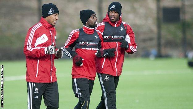 Nathan Dyer (centre) during Swansea training