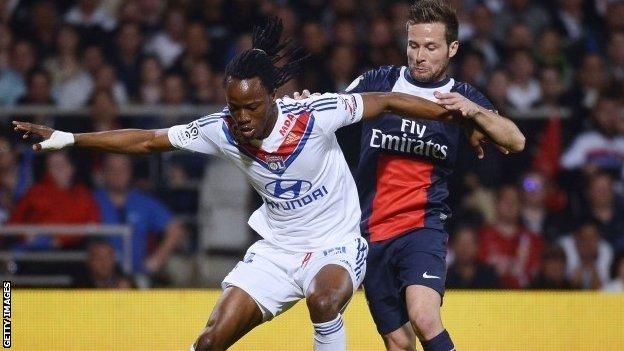 Yohan Cabaye tries to get the ball against Lyon