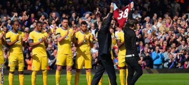 Crystal Palace players pay tribute to Dylan Tombides