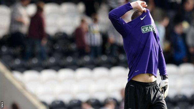 Hibernian lost 2-0 to St Mirren