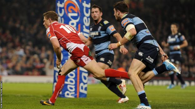 Rhys Priestland scores a first-half try for the Scarlets to bring them within six points of Cardiff Blues