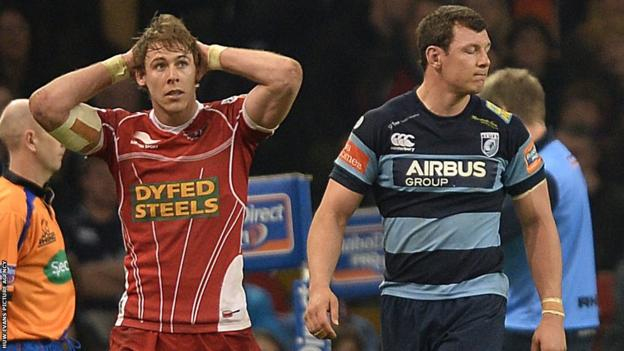 Scarlets full-back Liam Williams and Blues number eight Robin Copeland both leave the field after being sent off