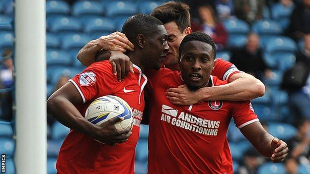 Marvin Sordell (l) celebrates with Johnnie Jackson and Callum Harriott