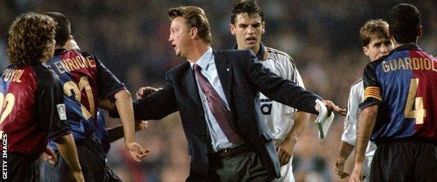 Louis van Gaal as coach of Barcelona in 1999