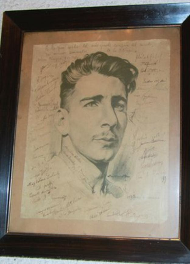 A line drawing of Alcides Ghiggia as a 24-year-old, signed by all the members of the Uruguayan squad