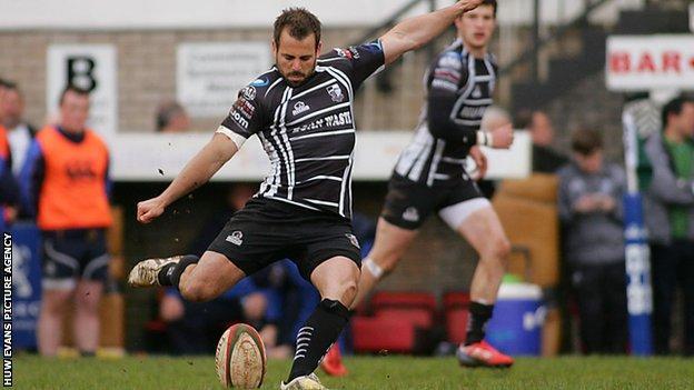 Simon Humberstone kicks a goal for Pontypridd