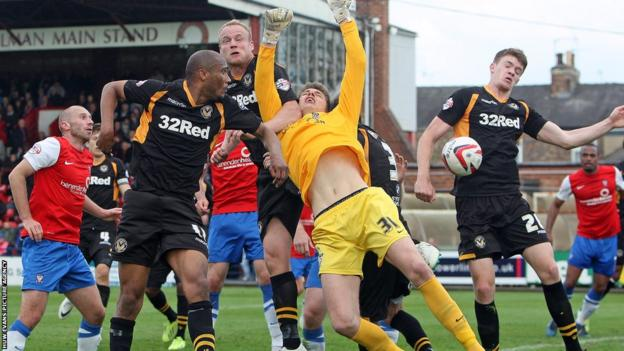 Chris Zebroski goes close with a late header for Newport, who lost 1-0 in their final away game of the League Two season at York City.