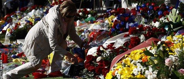 Barcelona fans have placed memorabilia, flowers and candles in tribute to Tito Vilanova at the Nou Camp.