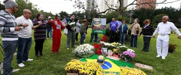 People pray at Senna's tomb
