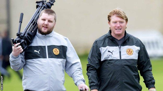 Alan Burrows (left) with Motherwell manager Stuart McCall