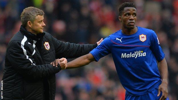 Ole Gunnar Solskjaer shakes hands with Wilfried Zaha