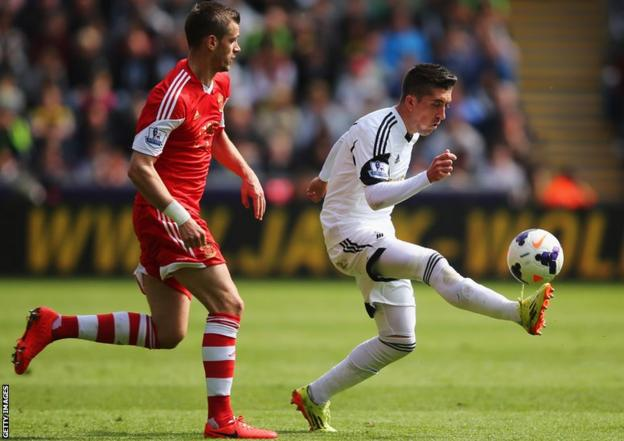 Pablo Hernandez of Swansea City controls the ball as Southampton's Morgan Schneiderlin moves in at Liberty Stadium