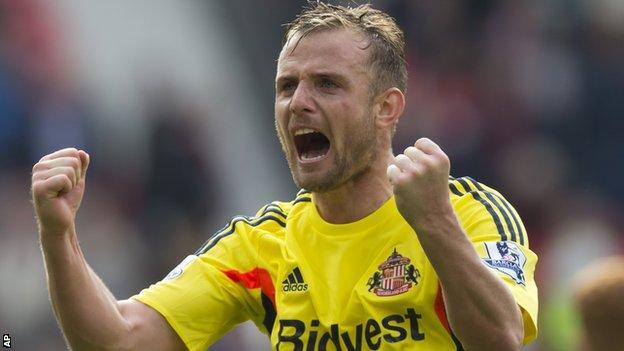 Lee Cattermole celebrates as Sunderland beat Manchester United