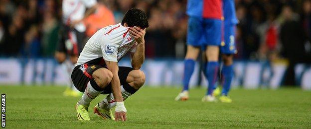 Suarez is dejected as Liverpool's title chances take a major hit