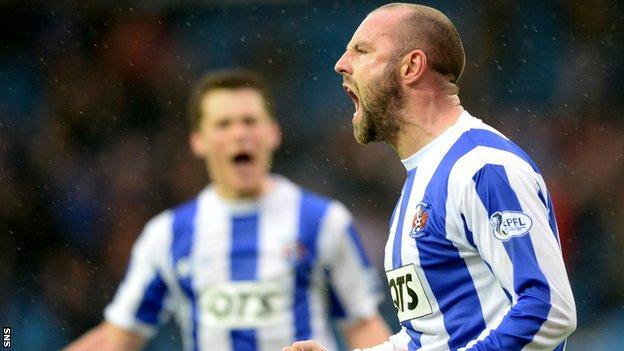 Kris Boyd celebrates as Kilmarnock beat St Mirren 1-0