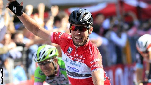 Mark Cavendish celebrates a stage win at the 2013 Giro d'Italia