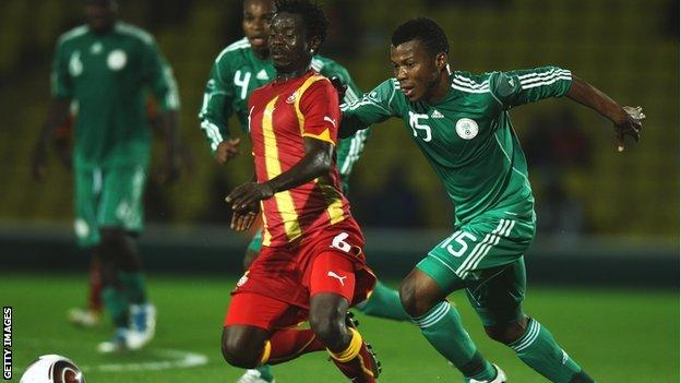 Ikechukwu Uche (R) of Nigeria challenges Anthony Annan of Ghana