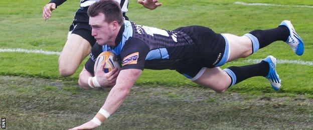 Stuart Hogg scores a try for Glasgow Warriors against Zebre
