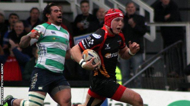 Dragons' Tyle Morgan runs in for a try