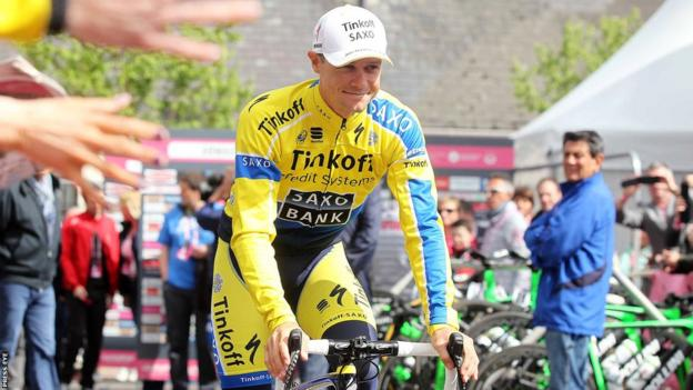 Nicolas Roche smiles as he is applauded by the Armagh City crowd before the start of the third stage in the Giro d'Italia
