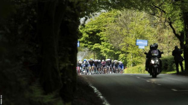 The peloton heads its way south from Armagh City towards Dublin as the sun finally starts to shine on the Irish Giro