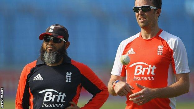 Mushtaq Ahmed (left) and former England spinner Graeme Swann
