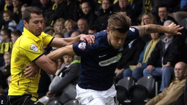 Burton's Phil Edwards holding on to Southend United's Kevan Hurst