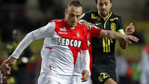 Dimitar Berbatov extends Monaco deal