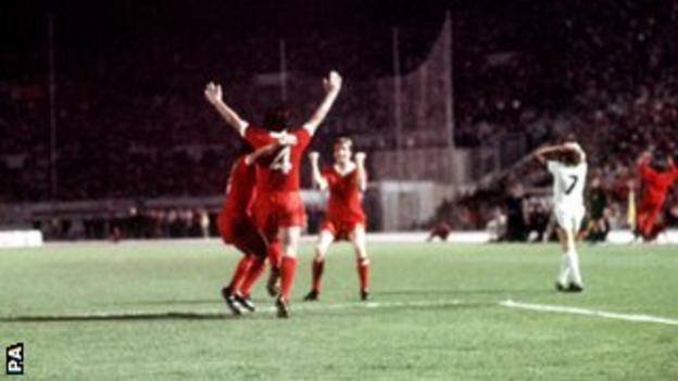 Liverpool's Tommy Smith celebrates scoring his team's second goal with Jones and Jimmy Case