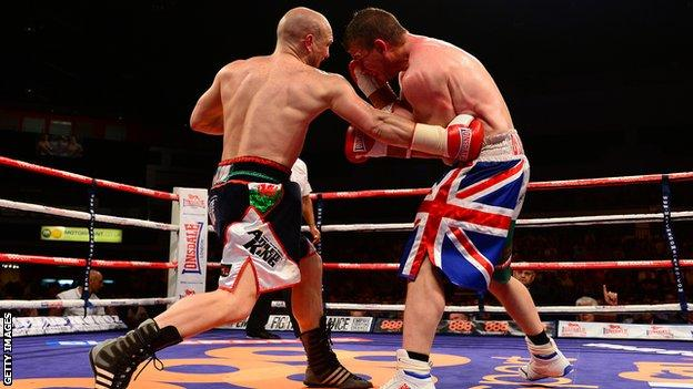 Gavin Rees (L) in action against Gary Buckland