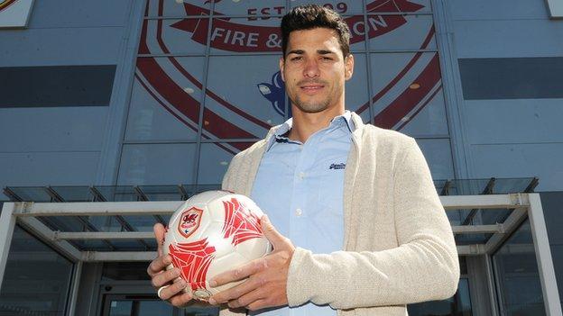 striker Javi Guerra