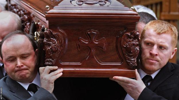 Neil Lennon carries Paul McBride's coffin