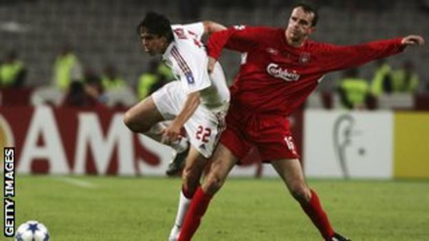Kaka and Dietmar Hamann contest possession during the 2005 Champions League final