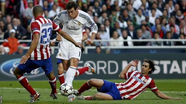 Gareth Bale has a great chance to score the first goal of the game for Real Madrid but puts his shot wide