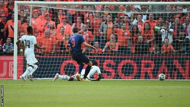 Robin van Persie scores for Netherlands