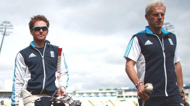Eoin Morgan (left) and Peter Moores